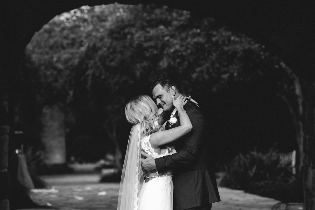 rob august photography wildflower center austin fun wedding photography kira shane 0013